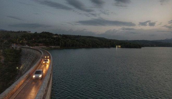 Δειλινό στη λίμνη του Μαραθώνα
