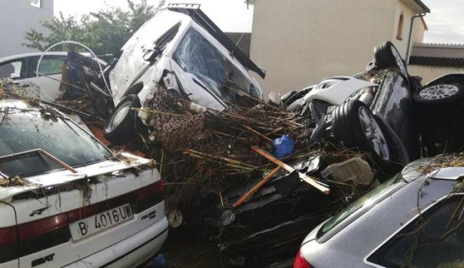 Αυτοκίνητα που παρασύρθηκαν από το χείμαρρο στη Μαγιόρκα