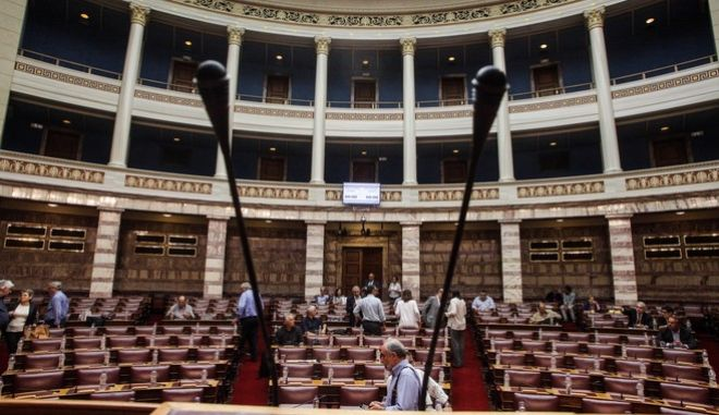 Στιγμιότυπο από την συνεδρίαση της επιτροπής μορφωτικών υποθέσεων της βουλής με θέμα την επεξεργασία και την εξέταση του σχεδίου νόμου του Υπουργείου Παιδείας, Έρευνας και Θρησκευμάτων «Οργάνωση και λειτουργία της ανώτατης εκπαίδευσης, ρυθμίσεις για την έρευνα και άλλες διατάξεις» (2η συνεδρίαση - ακρόαση εξωκοινοβουλευτικών προσώπων).(EUROKINISSI / ΓΙΩΡΓΟΣ ΚΟΝΤΑΡΙΝΗΣ)