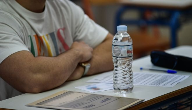 Άριστοι μαθητές που έμειναν εκτός ΑΕΙ: Μάλλον η Κεραμέως δεν ξέρει τι αλλαγές έφερε φέτος