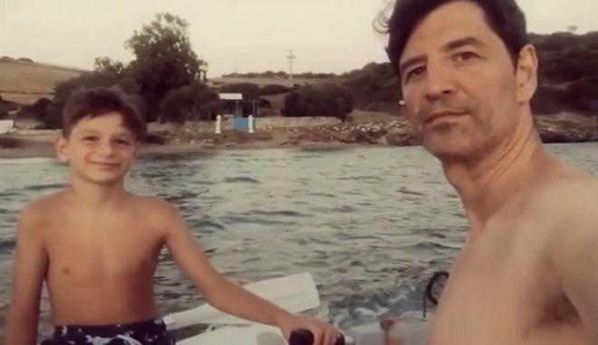 Ο Σάκης Ρουβάς με τον γιο του