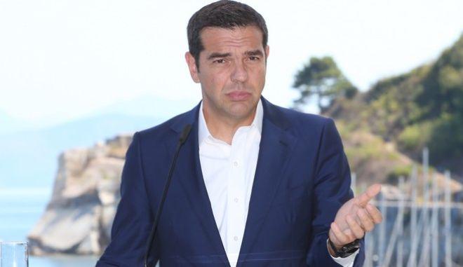 Κοινή συνέντευξη τύπου του Πρωθυπουργού Αλέξη Τσίπρα και του Ιταλού ομόλογου του Πάολο Τζεντιλόνι στο πλαίσιο της 1ης διακυβερνητική συνόδου Ελλάδας-Ιταλίας στην Κέρκυρα. Πέμπτη 14 Σεπτεμβρίου 2017.(EUROKINISSI / ΣΤΑΜΑΤΗΣ ΚΑΤΑΠΟΔΗΣ)