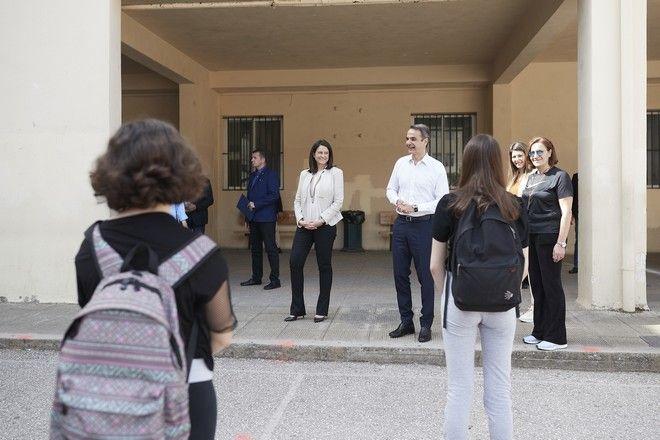 Το 7ο Γυμνάσιο Αθηνών επισκέφτηκε ο πρωθυπουργός την πρώτη ημέρα επαναλειτουργίας του