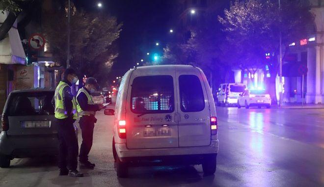 Έλεγχος της αστυνομίας στη Θεσσαλονίκη για τήρηση των μέτρων για τον κορονοϊό