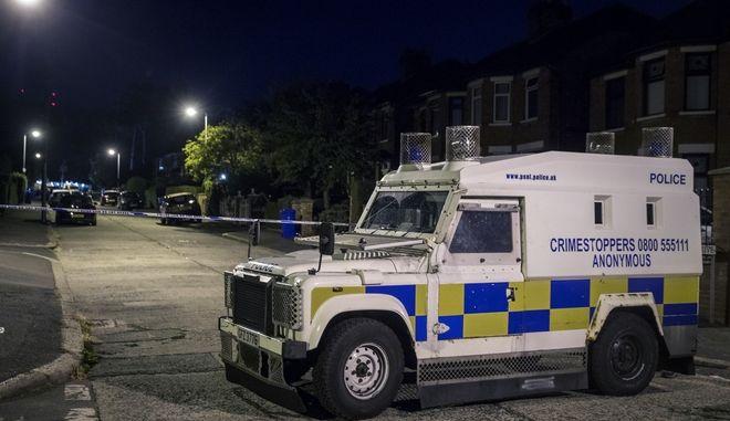 Η αστυνομία απέκλεισε το δρόμο -όπου βρίσκεται το σπίτι του Τζέρι Άνταμς- λίγη ώρα μετά την επίθεση