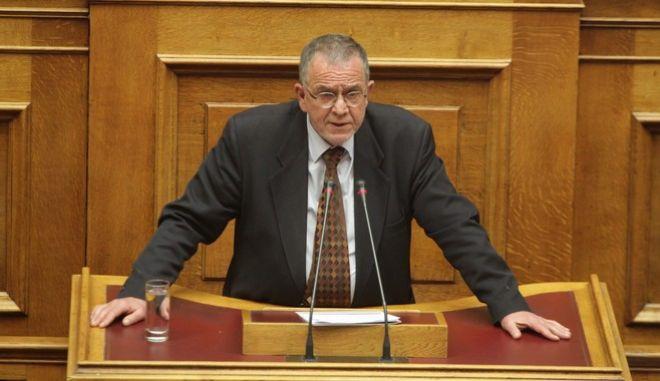 """Συζήτηση και ψήφιση επί της αρχής, των άρθρων και του συνόλου του σχεδίου νόμου του Υπουργείου Εσωτερικών """"Συμπληρωματικά Μέτρα εφαρμογής του Κανονισμού (ΕΕ, ΕΥΡΑΤΟΜ) 1141/2014 περί ευρωπαϊκών πολιτικών κομμάτων και ιδρυμάτων, μέτρα επιτάχυνσης του κυβερνητικού έργου αρμοδιότητας Υπουργείου Εσωτερικών και άλλες διατάξεις"""" την Πέμπτη 23 Φεβρουαρίου 2017, στην Βουλή. (EUROKINISSI/ΓΙΩΡΓΟΣ ΚΟΝΤΑΡΙΝΗΣ)"""