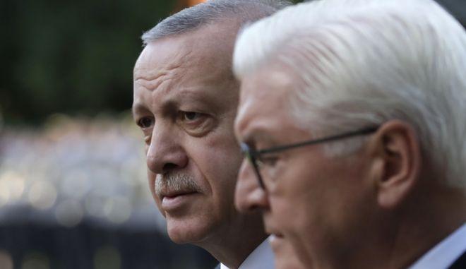 Ο Πρόεδρος της Γερμανίας Φρανκ-Βάλτερ Στάινμάιερ με τον τούρκο ομόλογό του, Ρετζέπ Ταγίπ Ερντογάν