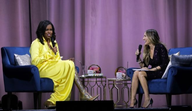 Στιγμιότυπο από τη συνέντευξη που έδωσε η Michelle Obama στη Sarah Jessica Parker
