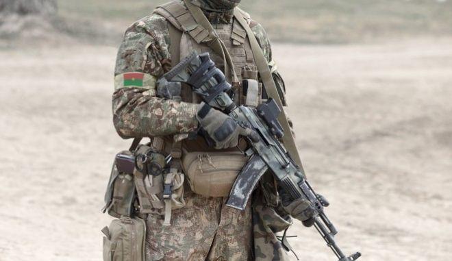 Μέλος του στρατού της Μπουρκίνα Φάσο