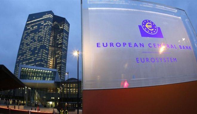 Rebound στην ανάπτυξη από φέτος βλέπει η ΕΚΤ