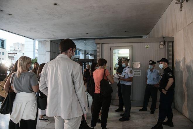 Έλεγχος διαπιστεύσεων των δημοσιογράφων που θα καλύψουν την δίκη της Χρυσής Αυγής