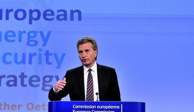 Έτινγκερ: Σχέδιο εκτάκτου ανάγκης για την Ελλάδα σε περίπτωση Grexit