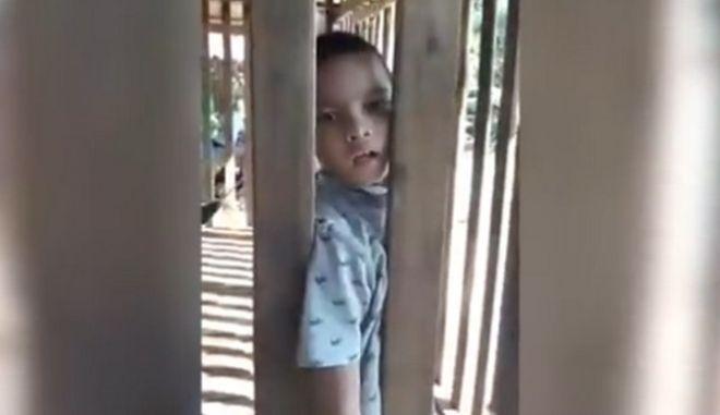 Φρίκη: Κλείδωνε το παιδί του σε κλουβί επί πέντε χρόνια