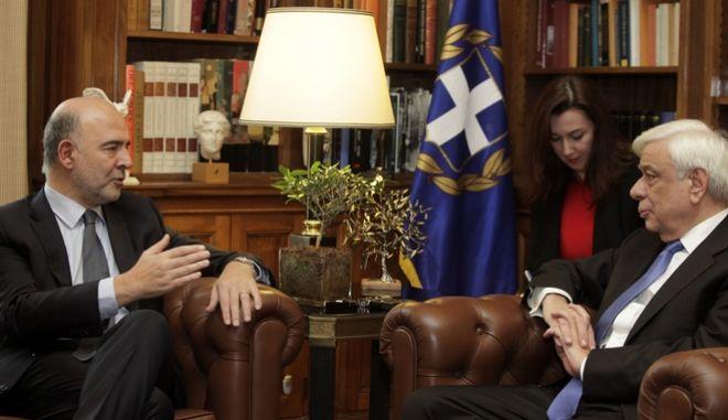 Συνάντηση του Προέδρου της Δημοκρατίας Προκόπη Παυλόπουλου με τον Επίτροπο Οικονομικών Υποθέσεων της Ευρωπαϊκής Ένωσης Πιέρ Μοσκοβισί την Δευτέρα 28 Νοεμβρίου 2016, στο Προεδρικό Μέγαρο. (EUROKINISSI/ΓΙΩΡΓΟΣ ΚΟΝΤΑΡΙΝΗΣ)