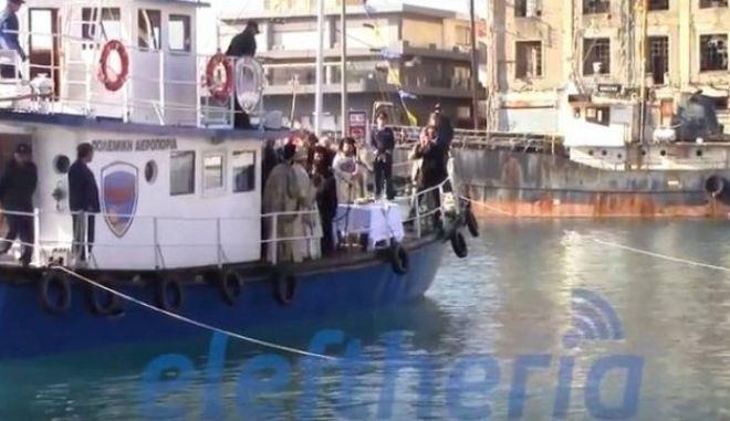 Θεοφάνεια: Στην Καλαμάτα ο Δήμαρχος απελευθέρωσε νεκρό περιστέρι