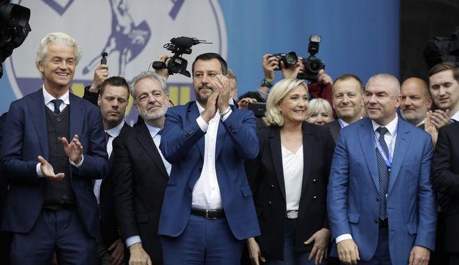 Οι αρχηγοί δώδεκα ακροδεξιών ευρωπαϊκών κομμάτων που συναντήθηκαν στο Μιλάνο