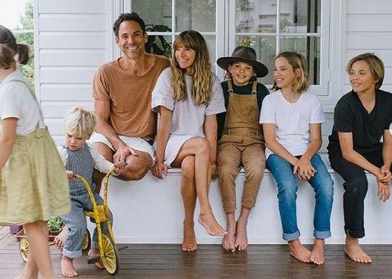 Η αμερικανίδα μητέρα 5 παιδιών instagrammer και πλέον επιχειρηματίας Courtney Adamo, από το Byron Bay της Αυστραλίας, έφτασε μέχρι τις σελίδες του Vanity Fair