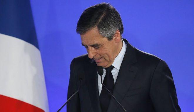 Γαλλικές εκλογές: Μόνη επιλογή στον β' γύρο ο Μακρόν, λέει ο Φιγιόν