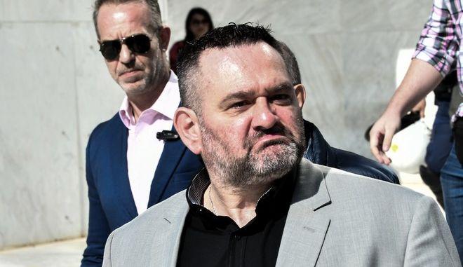 Έξοδος από το Εφετείο μετά την απολογία του κατηγορούμενου για διεύθυνση εγκληματικής οργάνωσης Γιάννη Λαγού