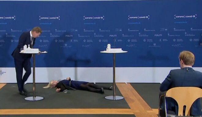 """Δανία: Αναστάτωση σε ενημέρωση για τον κορονοϊό- Αξιωματούχος λιποθύμησε """"στον αέρα"""""""