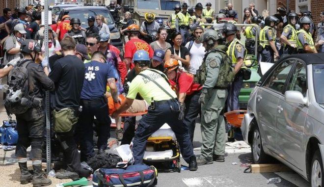 Χάος στη Βιρτζίνια: Όχημα έπεσε πάνω σε πεζούς. Ένας νεκρός. Συμπλοκές ακτιβιστών και ακροδεξιών