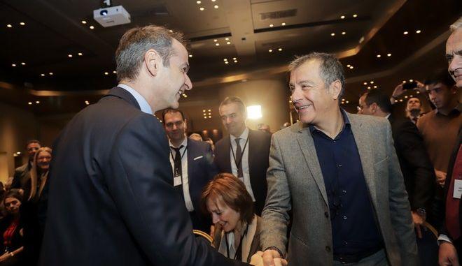 Μητσοτάκης - Θεοδωράκης κατά την ομιλία του Προέδρου της Νέας Δημοκρατίας στο 5ο τακτικό συνέδριο της Δράσης