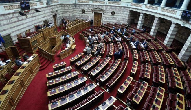 Συζήτηση και ψήφιση νομοσχεδίων στη Βουλή
