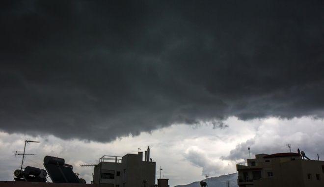 Σύννεφα πάνω από την Αθήνα την Δευτέρα του Πάσχα 17 Απριλίου 2017. (EUROKINISSI/ΘΟΔΩΡΗΣ ΚΑΡΑΚΟΖΙΔΗΣ)