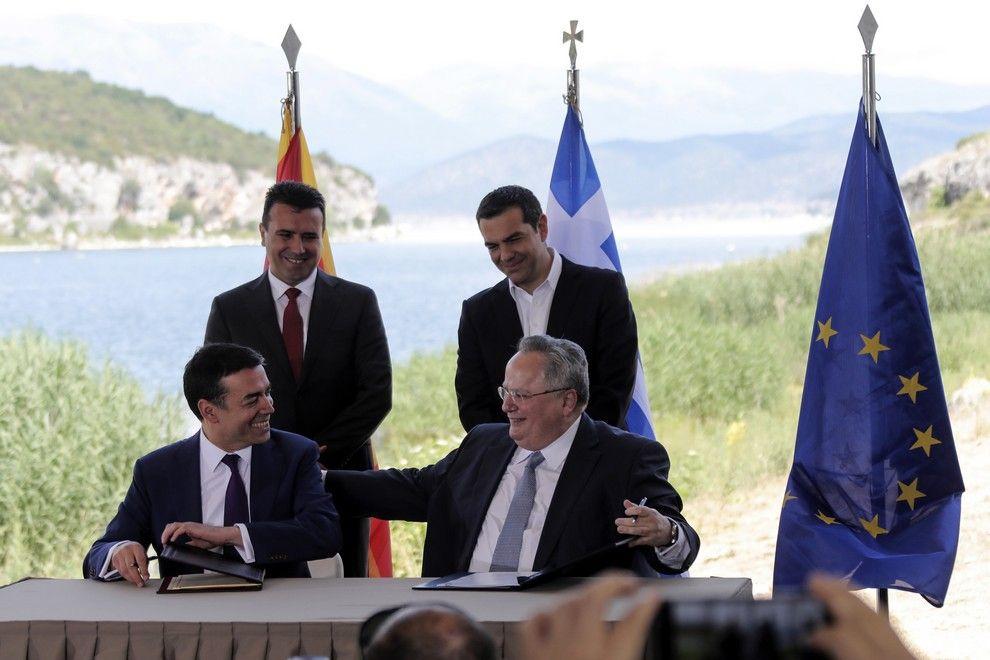 Ο Νίκος Κοτζιάς στις Πρέσπες, την ημέρα της υπογραφής της συμφωνίας