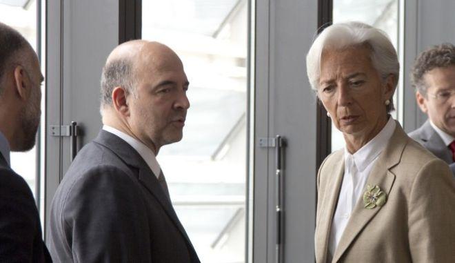 Το ΔΝΤ θέλει να περάσει από τη Βουλή αφορολόγητο και ασφαλιστικό