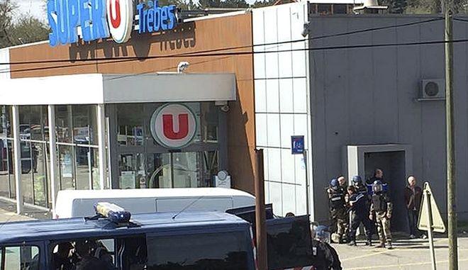 Tρεις νεκροί από την επίθεση που σημειώθηκε σε σούπερ μάρκετ στη νότια Γαλλία στις 23 Μαρτίου (Newsflare/Tarbouriech Roseline via AP)