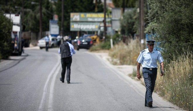 Αστυνομικοί έχουν αποκλείσει το δρόμο στο ύψος του 27ου χιλιομέτρου της λεωφόρου Κορωπίου - Μαρκοπούλου