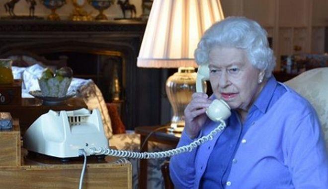 Βρετανία: Δια τηλεφώνου η εβδομαδιαία διάσκεψη βασίλισσας Ελισάβετ - Τζόνσον