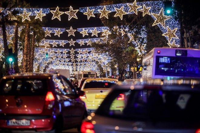 Αυξημένη η κίνηση και απόψε στους κεντρικούς δρόμους της Αθήνας