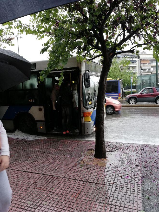 Χαλάζι στην Αθήνα: Πλημμύρισαν δρόμοι μέσα σε λίγα λεπτά
