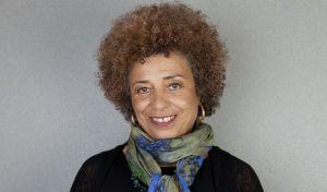 Άντζελα Ντέιβις: Ο καπιταλισμός συμβάλλει στις φυλετικές διακρίσεις