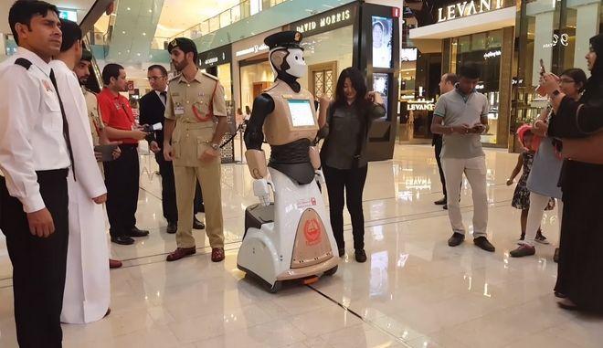 Ο πρώτος Robocop του πλανήτη έπιασε δουλειά