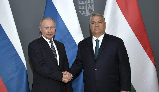 Ο Ρώσος πρόεδρος Βλαντίμιρ Πούτιν και ο Ούγγρος πρωθυπουργός Βίκτορ Όρμπαν στη Βουδαπέστη