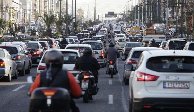 ΑΘΗΝΑ-Κίνηση στους δρόμους της Αθήνας-24ωρη απεργία των εργαζομένων σε Μετρό, Ηλεκτρικό και Τραμ// Στη φωτογραφία κίνηση στη λεωφόρο Συγγρού.(Eurokinissi-ΠΑΝΑΓΟΠΟΥΛΟΣ ΓΙΑΝΝΗΣ)