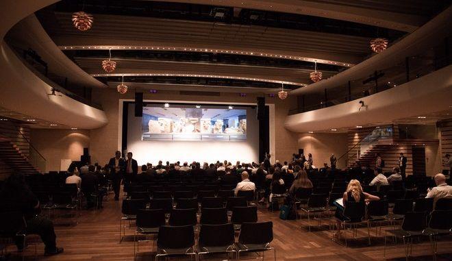 Το συνέδριο Crowd Dialog Europe βΤhe next nextβ διοργανώθηκε σήμερα στο Μέγαρο Μουσικής Αθηνών. Το συνέδριο ασχολείται με θέματα που έχουν να κάνουν με τη «δυναμική του πλήθους» και ιδιαίτερα σε θέματα που αφορούν το crowdsourcing, το crowdfunding και το crowdinnovation, με έναν κοινό στόχο: βenabling the crowd for a greater goodβ. Πέμπτη, 21 Σεπτεμβρίου 2017 (EUROKINISSI / ΒΑΣΙΛΗΣ ΡΟΥΓΓΟΣ)