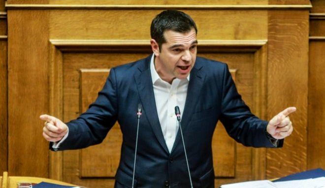 Ο πρωθυπουργός, Αλέξης Τσίπρας, από το βήμα της Βουλής