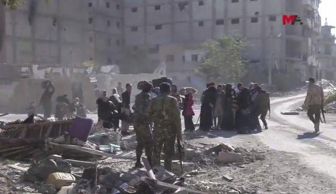 Συρία: Φεύγουν από τη Ράκα οι τζιχαντιστές του ISIS μαζί με 400 ομήρους