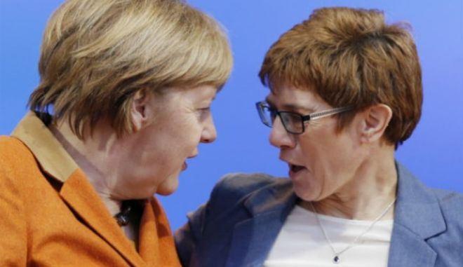 Η Κραμπ-Καρενμπάουερ θέλει να διαδεχθεί τη Μέρκελ στο CDU