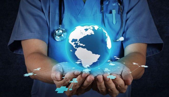 """Γιατρός """"κρατά"""" στα χέρια του τη Γη."""