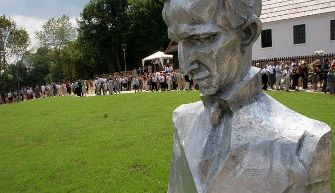 Άγαλμα του εφευρέτη και φυσικού Νίκολα Τέσλα στο πάρκο που φέρει το όνομά του στο Σμιλιάν της Κροατίας