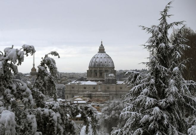A view of a snow-capped St. Peter's Dome after a snowfall, in Rome, Monday, Feb. 26, 2018. (AP Photo/Alessandra Tarantino)