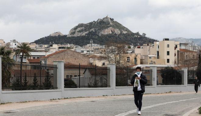Στιγμιότυπο από το lockdown στο κέντρο της Αθήνας