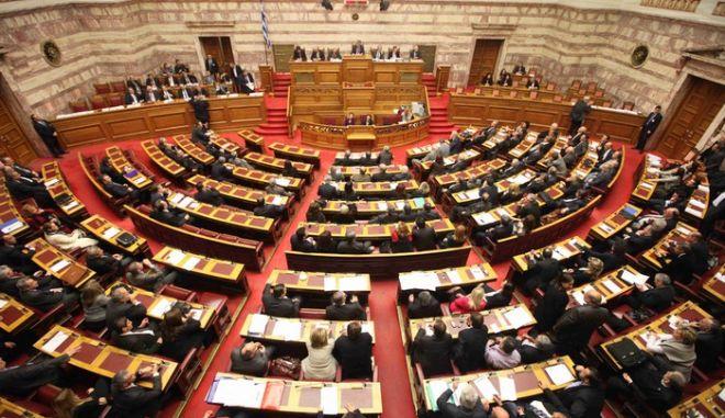 Ακόμα 40 βουλευτές με εμβάσματα στο εξωτερικό