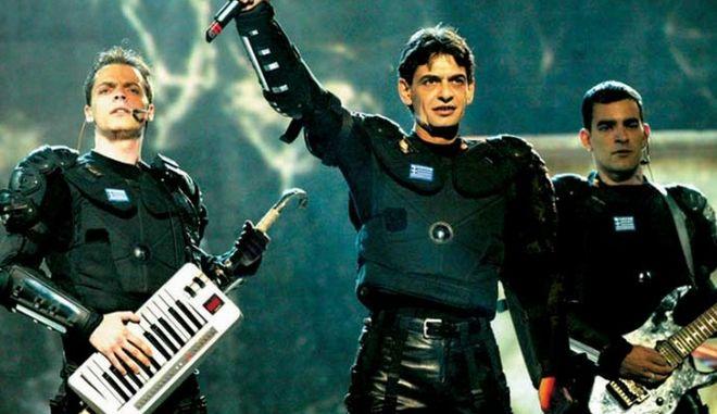 Ο Μιχάλης Ρακιτζής στην σκηνή της Eurovision το 2002