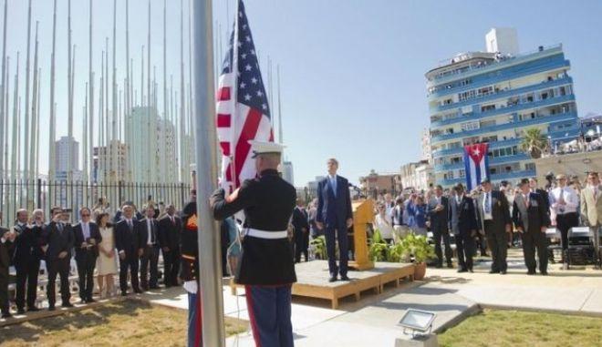 Η Αμερικανική σημαία κυματίζει και πάλι στην πρεσβεία των ΗΠΑ στην Κούβα